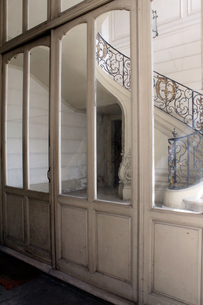 Derri re les portes coch res couleur xviiie - Derriere les portes fermees streaming ...